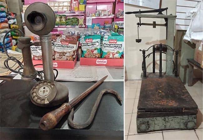 Teléfono y balanza antigua