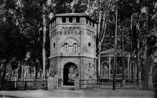 Torreón entrada Parque Saavedra